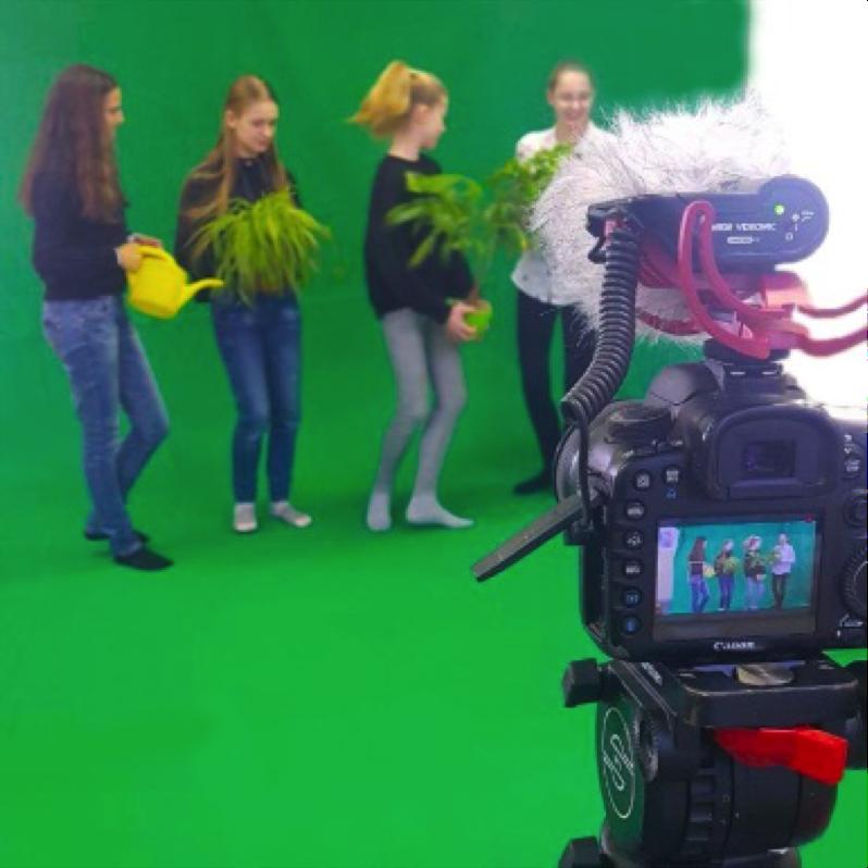 SchülerInnen bei einem Videodreh